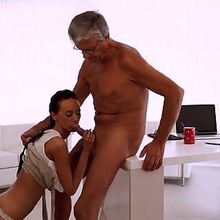 Old mature kissing Finally she s got her boss dick