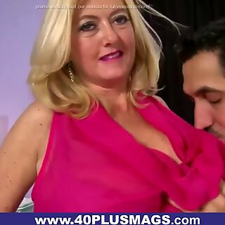 Intense Fuck for Mature Housewife