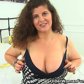 English cougar Gilly lowers her g-strings