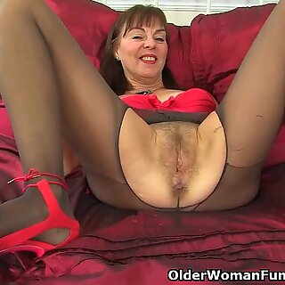 brit grannie Georgie drills a dildo