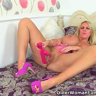 English mummy Shannon Blue likes her fresh sex toy