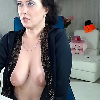 hot milf dildoing on webcam