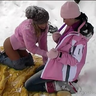 Belicia finger blasting with girlfriend in cold outdoor